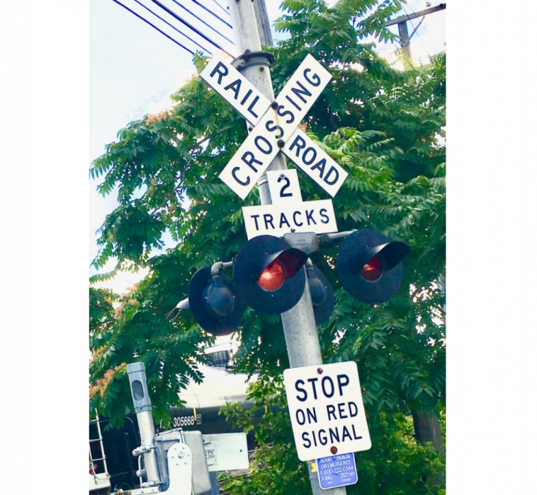 Railroad crossing signal e