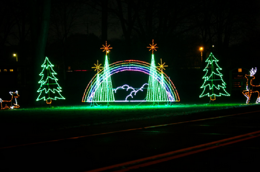Hines Drive Christmas Lights 2021 Wayne County Lightfest Great For Family Getaways This Pandemic Season Plymouth Voice